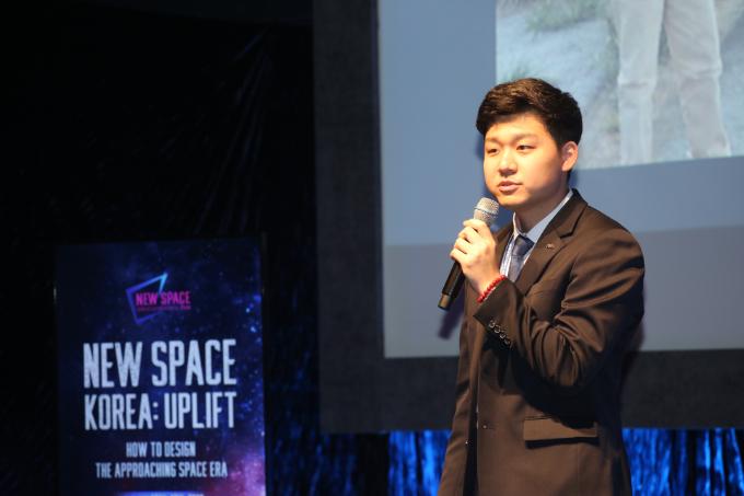 조남석 UEL 무인탐사연구소 대표가 13일 서울 용산구 블루스퀘어 카오스홀에서 열린 '뉴스페이스코리아 업리프트 2020'에서 발표하고 있다.  뉴스페이스코리아업리프트 제공