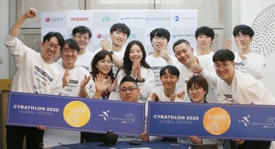 KAIST팀 로봇과 함께 신체장애 극복하는 사이배슬론 국제대회서 금·동메달 수상