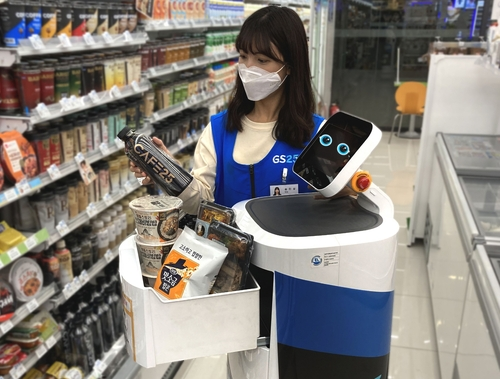 편의점 배달도 AI 로봇이…GS25, 로봇 배송서비스 첫선(종합)