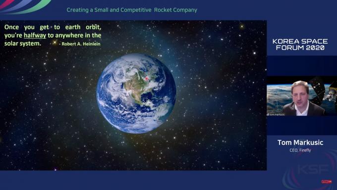 톰 마커식 파이어 플라이 최고경영자(CEO)가 6일 서울 JW 메리어트 호텔에서 열린 ′코리아스페이스 포럼 2020′에서 궤도간 수송기(OTV)의 장점에 대해 말하고 있다. 한국항공우주연구원 유튜브 캡쳐