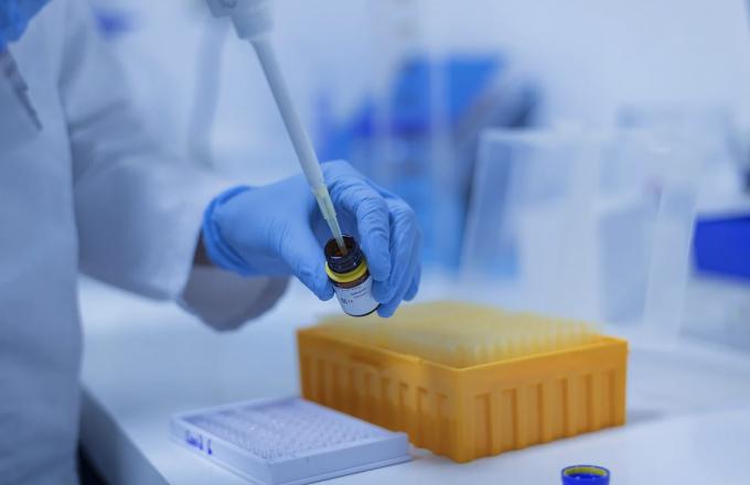화이자·바이오엔테크가 자사가 개발한 코로나19 백신이 모든 연령과 인종에서 95%의 일관된 면역 효과를 보였다고 밝혔다. 모더나는 자사가 개발한 코로나19 백신의 예방률이 94.5%라고 말했다. 픽사베이 제공