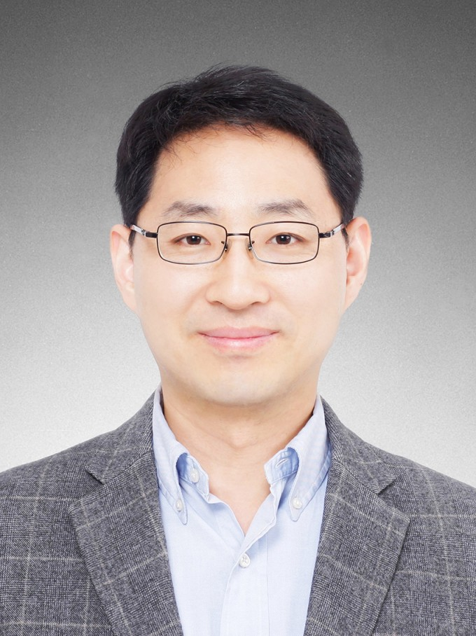 AI를 활용해 고엔트로피 합금 성질을 예측하는 모델을 개발한 이승철 포스텍 기계공학과 교수. 포스텍 제공