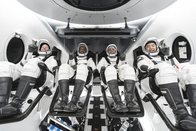 NASA 우주비행사 섀넌 워커, 빅터 글로버, 마이크 홉킨스 등 3명과 일본항공우주개발기구(JAXA) 우주비행사 노구치 소이치는 이달 14일 스페이스X의 드래건을 타고 ISS로 향할 예정이다. NASA 제공