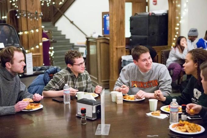 프린스턴대는 3,4학년이 참여하는 이팅클럽이 유명하다. 각 나라의 문화를 체험하고 고유한 음식을 맛보는 동시에, 전 세계를 이해할 수 있는 다양한 행사가 펼쳐진다. 프린스턴대 제공