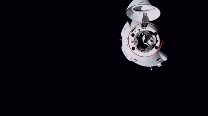스페이스X 유인 우주선 ISS 도킹도 성공
