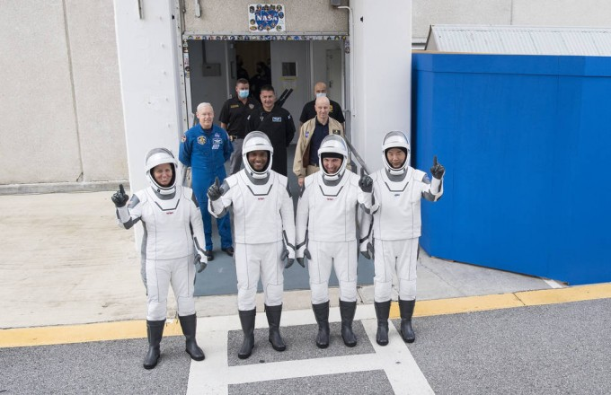 크루-1 미션에 참여한 우주인들. 왼쪽부터 섀년 워커, 빅터 글로벌, 마이크 홉킨스, 소이치 노구치. NASA 제공.
