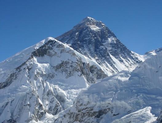 세계 최고봉 에베레스트 공식 높이는 8848.86m…0.86m 더 높아졌다