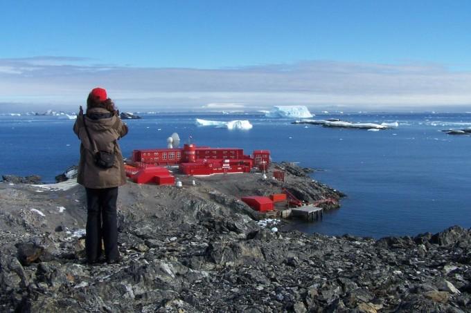 칠레 군이 남극반도에 운영하는 기지에서 신종 코로나바이러스 감염증(코로나19) 확진자가 나왔다. 남극대륙에서 코로나19에 감염된 사례는 처음이다. 위키피디아 제공