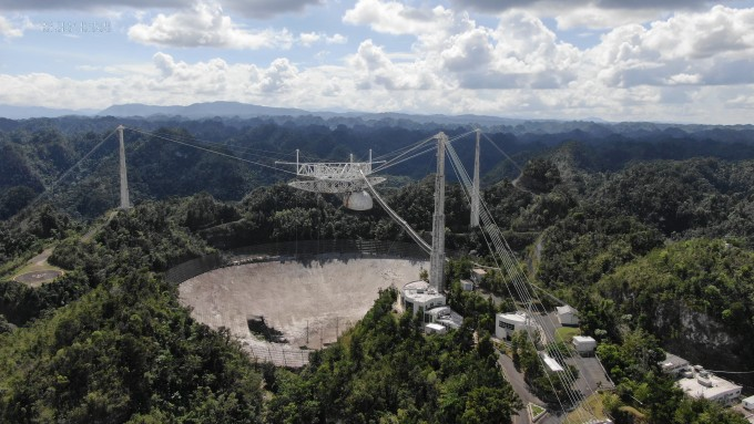 푸에르토리코 아르시보 남쪽에 위치한 아레시보 전파망원경이 붕괴되기 전 모습. 센트럴플로리다대 제공