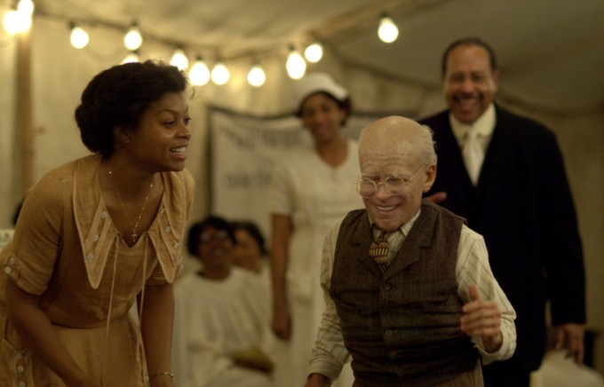 F. 스콧 피츠제럴드의 소설 '벤자민 버튼의 시간은 거꾸로 간다'는 2008년 영화로 만들어져 아카데미상 13개 부문 후보에 올라 분장상 등 3개를 수상했다. 브래드 피트가 벤자민 역을 맡아 열연했다. 파라마운트 픽쳐스 제공