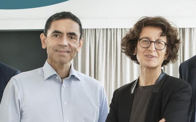 독일 바이오앤텍 사를 설립한 우구르 사힌과 외즐렘 튀레지 또한 터키 이민자 출신의 과학자 부부다. 바이오엔테크 홈페이지 캡쳐