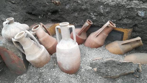 함께 발견된 식기류들. 공개된 폼페이의 테르모폴리움 사진. 폼페이고고학공원 제공