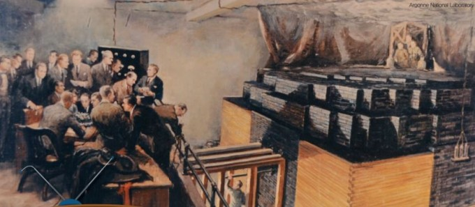최초의 원자로 CP-1(오른쪽)을 가동하던 순간. 긴급 상황 시 카드뮴 용액을 뿌리기 위해 용감한 물리학자 셋이 원자로 위에서 대기했다.  아르곤 국립 연구소 제공
