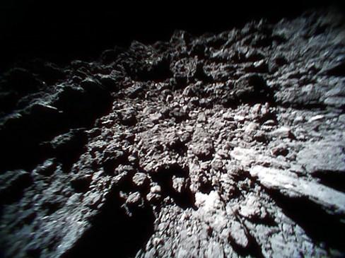 로버-1B가 류구에 착륙해서 찍은 류구의 표면 사진. JAXA 제공