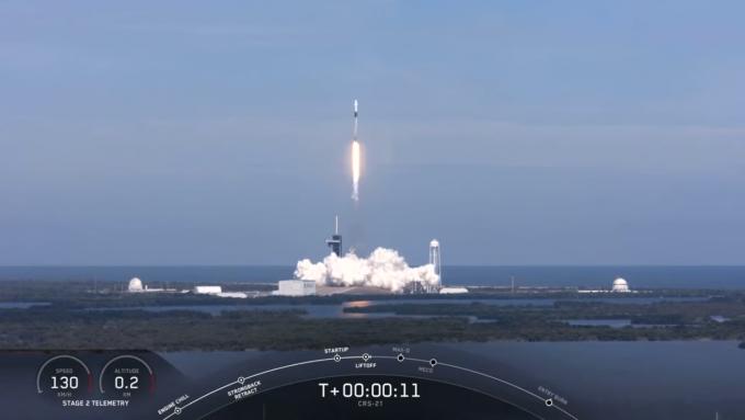 민간 우주 기업 스페이스X의 화물 전용 우주선 ′카고드래건2′가 7일 1시 17분 미국 플로리다주 케네디우주센터에서 국제우주정거장(ISS)를 향해 출발했다. 스페이스X 유튜브 캡쳐