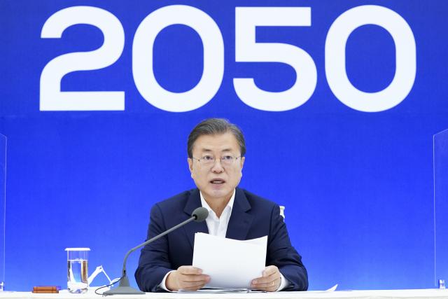 문재인 대통령이 지난해 11월 27일 청와대에서 열린 2050 탄소중립 범부처 전략회의에서 발언하고 있다. 연합뉴스 제공