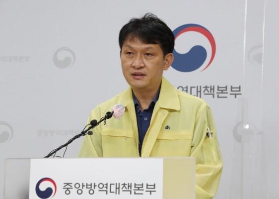 """방역당국 """"3차 유행 이후 확진자 첫 감소세"""""""