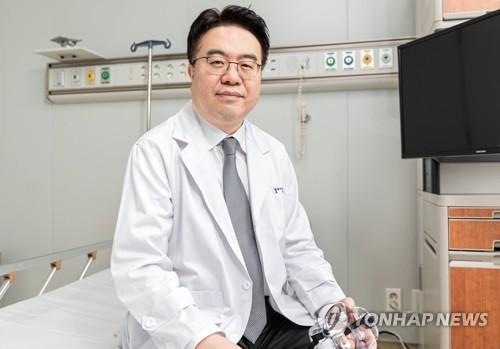 [코로나 1년] 사투 벌인 의사들