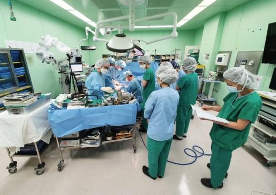 국내 최초 오른팔 이식 수술 성공…2018년 법적 허용 이후 처음
