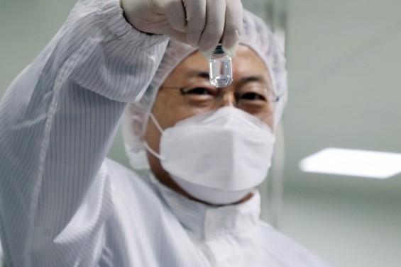 설 전에 코로나 백신 맞는다…감염전담병원 의료진, 요양시설 고령층 먼저