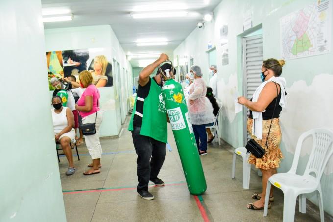 브라질 북부 아마조나스주 마나우스시는 급격한 재유행으로 산소통이 없어 환자를 치료하지 못할 정도의 어려움을 겪고 있다. 자선단체에서 보낸 산소통이 마나우스시의 한 병원에 도착한 모습이다. 마나우스시 플리커 캡처