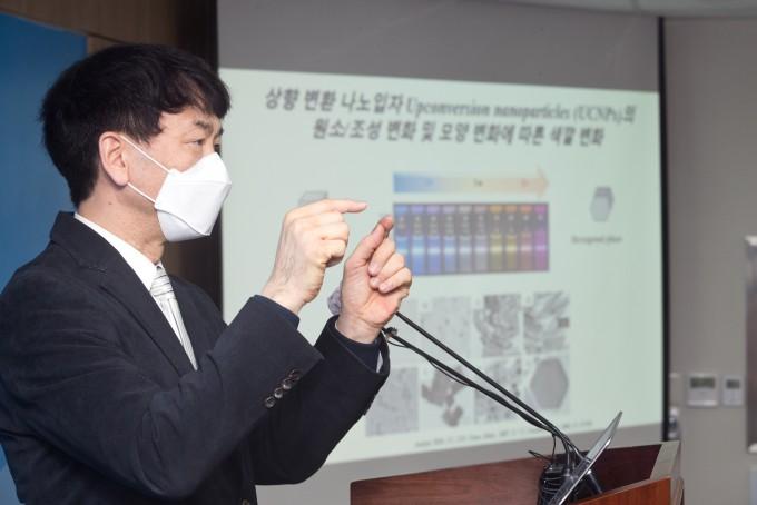 서영덕 한국화학연구원 의약바이오연구본부 책임연구원이 이달 14일 세종시 과학기술정보통신부 청사에서 열린 브리핑에서 연구결과를 발표하고 있다. 과학기술정보통신부 제공