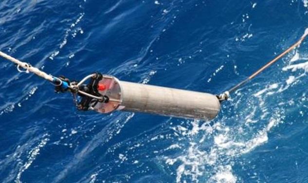 국제 공동연구팀이 남극해에서 운영하는 무인자율 수중음향관측 장비. 1년 이상 장기 관측이 가능하며 수중에서 발생하는 다양한 음원 포착과 식별에 용이하다. 극지연구소 제공.