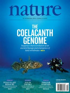 2013년 4월 18일자 '네이처'는 실러캔스 게놈 해독을 표지논문으로 실으면서 아프리카 연안 해저에서 실러캔스를 탐사하는 장면을 담은 사진을 실었다. 현생 실러캔스 2종은 조상이 살던 얕은 물을 떠나 수심 수백미터 해저 환경에 적응했음에도 생김새는 별로 바뀌지 않았다. 네이처 제공