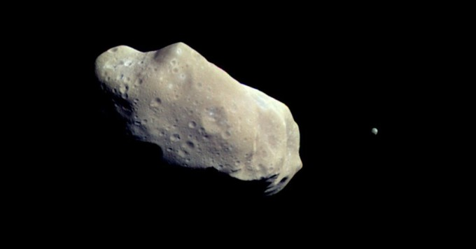 아포피스는 2029년 4월 13일 지구에 3만 1000km 까지 접근한다. 미국항공우주국 제공