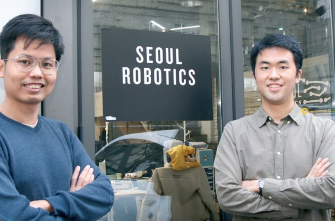 서울로보틱스 공동창업자 박재일(오른쪽) , 쯔엉 민 공동창업자