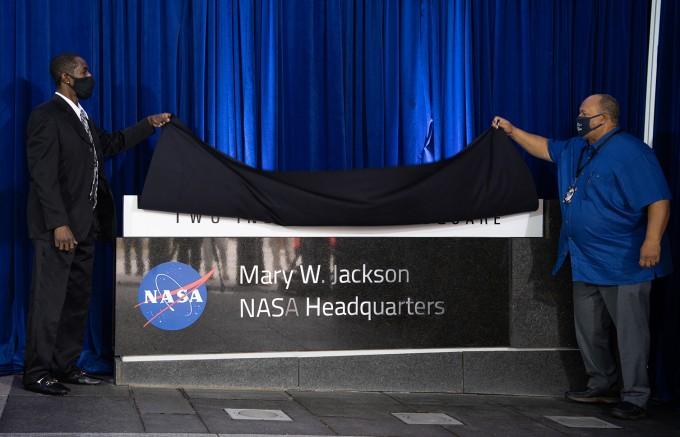 26일 미국항공우주국(NASA) 워싱턴DC 본부에서 본부명을 ′메리 W. 잭슨 본부′로 명명하는 기념식이 열리고 있다. NASA 제공