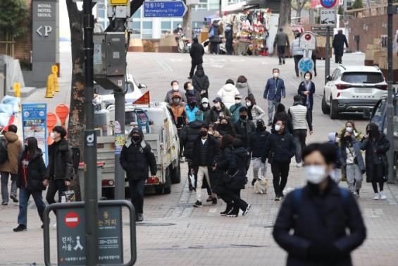 5인 이상 가족모임 금지·수도권 밤 9시 영업제한 유지…비수도권만 1시간 추가영업 허용
