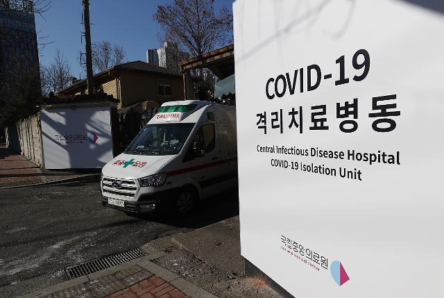 2월 8일 오전 서울 중구 국립중앙의료원 중앙예방접종센터에서 백신 접종 모의 훈련이 열린 가운데 구급차량이 나오고 있다. 연합뉴스 제공