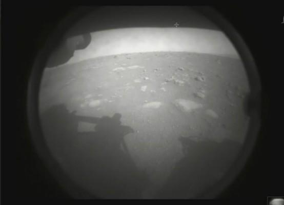 """美 퍼시비어런스 화성 안착…바이든 대통령 """"과학의 힘 증명됐다""""(종합)"""