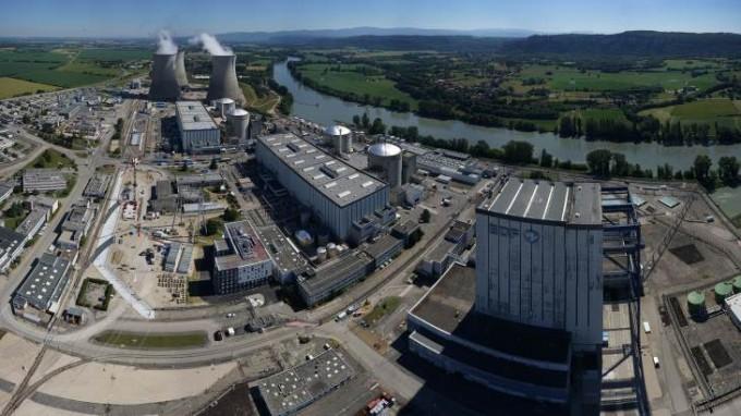 프랑스 원자력안전청이 1980년대 지은 노후 원전의 사용 수명을 40년에서 50년까지 허용하기로 했다. 프랑스 뷔제원전 2~5호기가 작동하고 있다. 프랑스 전력(EDF) 제공