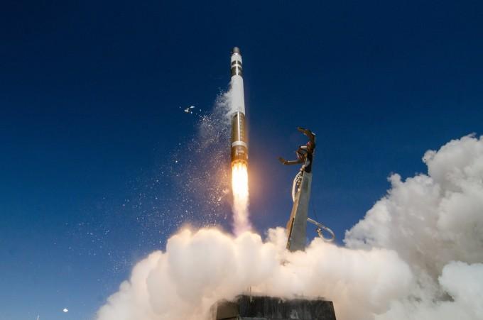 미국 우주개발기업 ′로켓랩′의 발사체 ′일렉트론′이 발사되는 모습이다. 로켓랩은 올해 2분기 기업인수목적회사(SPAC)를 통해 상장하겠다는 계획을 밝혔다. 로켓랩 제공
