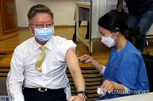 AZ 백신 접종, 서울대병원장