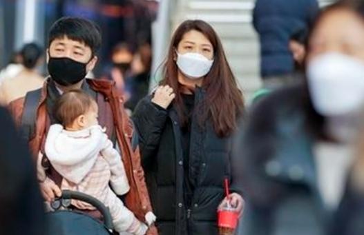 코로나 신규 확진 488명 21일만에 최다…거리두기·5인모임 금지 2주 연장