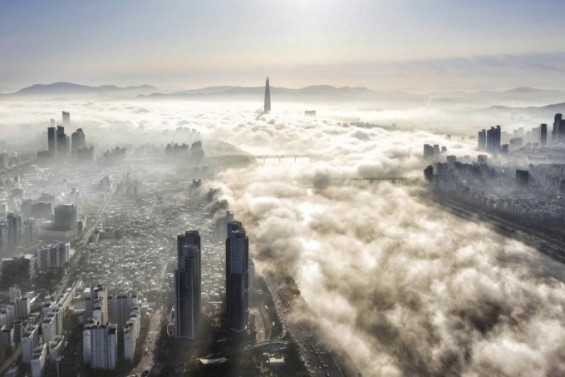 아침햇살 아래 펼쳐진 '안개 도시' 서울