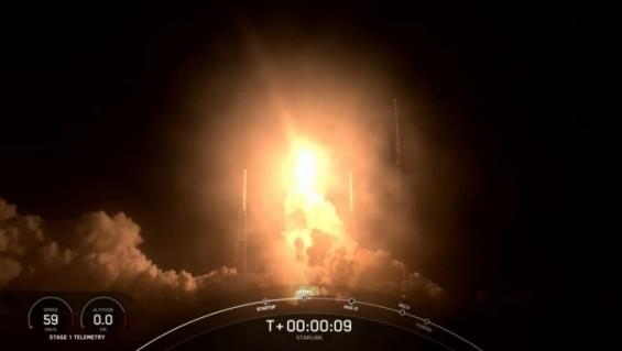 스페이스X 3월에만 우주인터넷용 스타링크 위성 240대 쐈다