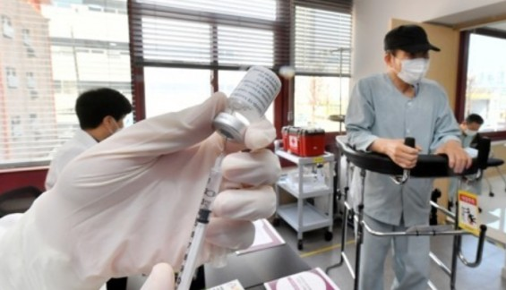 정총리·복지장관 오늘 백신 공개 접종…'백신 불안' 잠재우기