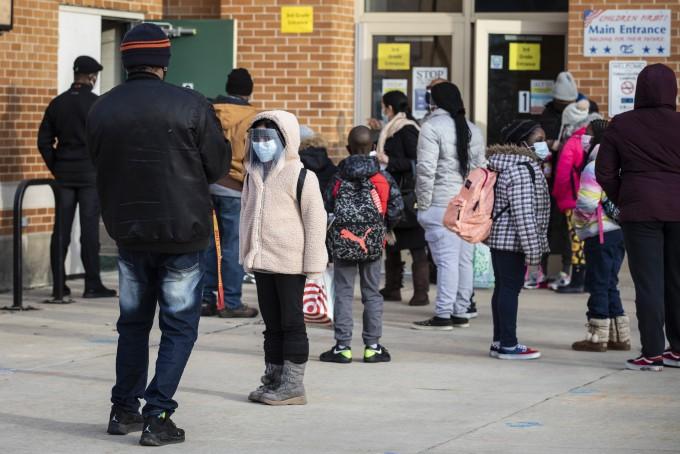 이달 1일 코로나19 사태 1년 만에 교실 수업 재개한 미국 시카고 초교. 연합뉴스 제공