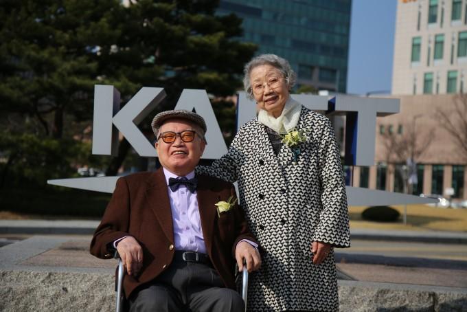 장성환(92) 삼성브러쉬 회장과 안하옥(90) 여사 부부가 KAIST 최고령 고액기부자가 됐다. KAIST는 장 회장 부부가 서울 강남구 논현동에 200억 원 상당의 부동산을 과학기술 인재양성에 써달라며 기부했다고 14일 밝혔다.