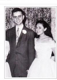 과학영재 린 알렉산더는 불과 14살에 시카고대에 입학해 19세인 1957년 24세인 칼 세이건과 결혼했지만 1965년 이혼했다. 두 사람의 결혼식 장면. 그 뒤 1970년 토머스 마굴리스와 재혼할 때까지 린 세이건이라는 이름을 썼다.