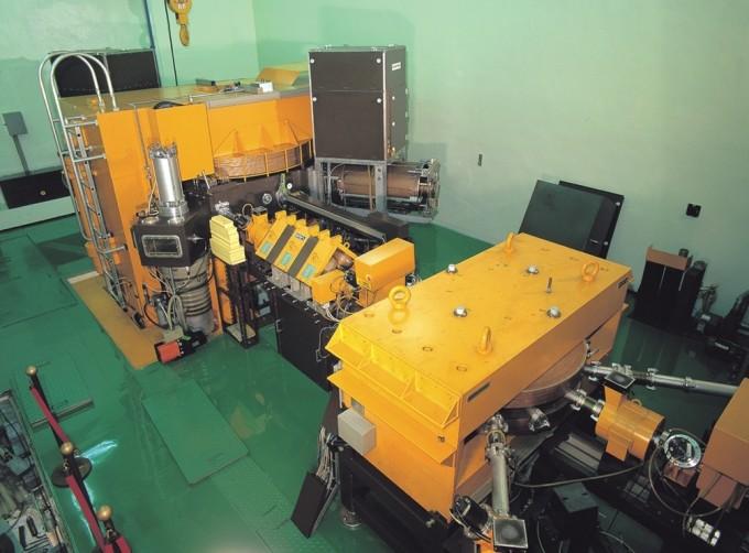 한국원자력의학원 방사선의학연구소 RI응용부 연구팀이 의학원에 있는 50메가전자볼트(MeV) 급 사이클로트론(사진)을 이용해 암 치료를 위한 방사성 동위원소 아스타틴-211(At-211)을 생산·분리·정제하는 시스템을 국내 최초로 구축했다. 한국원자력연구원 제공