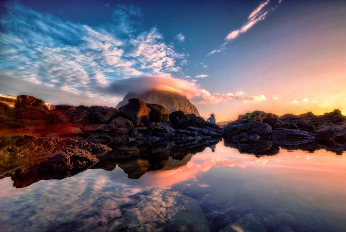 구름모자 쓴 산방산과 반영. 기상청 제공