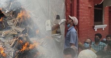 인도는 불확실성 폭탄…코로나19 변이색출 거의 못한다