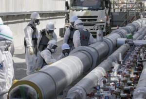 후쿠시마 제1원전에서 근로자들이 동토차수벽(얼음벽) 설치 공사를 하는 모습. 연합뉴스 제공