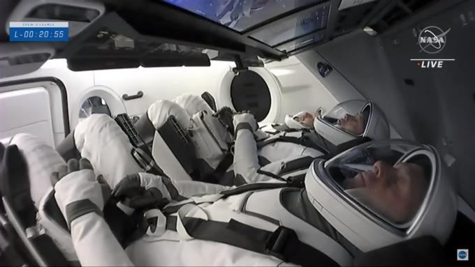 스페이스X의 두 번째 '우주 민간 수송' 시작됐다