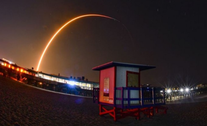 일론머스크 CEO는 2019년 저궤도 인공위성 기반의 전 세계 인터넷망 '스타링크' 구축을 위한 첫 번째 인공위성 발사에 성공했다. 연합뉴스 제공